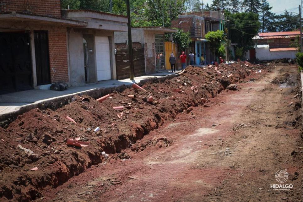 Pavimentación hidráulica de la calle Tlaximaloyan lleva un avance del 50%