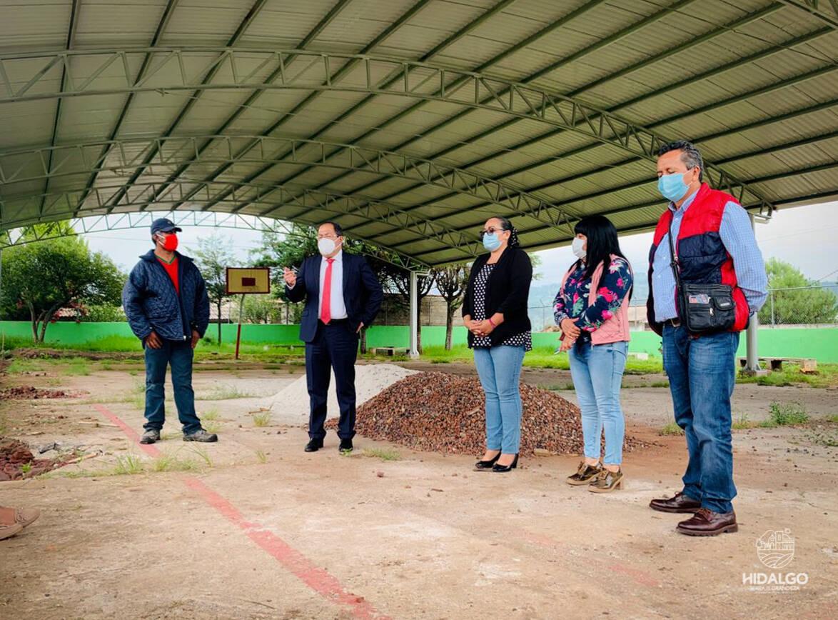 Construcción de techumbre de la escuela 5 de mayo de la comunidad de El Porvenir