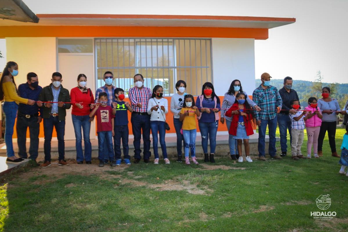 Inauguración de aula en primaria de Mata de Pinos