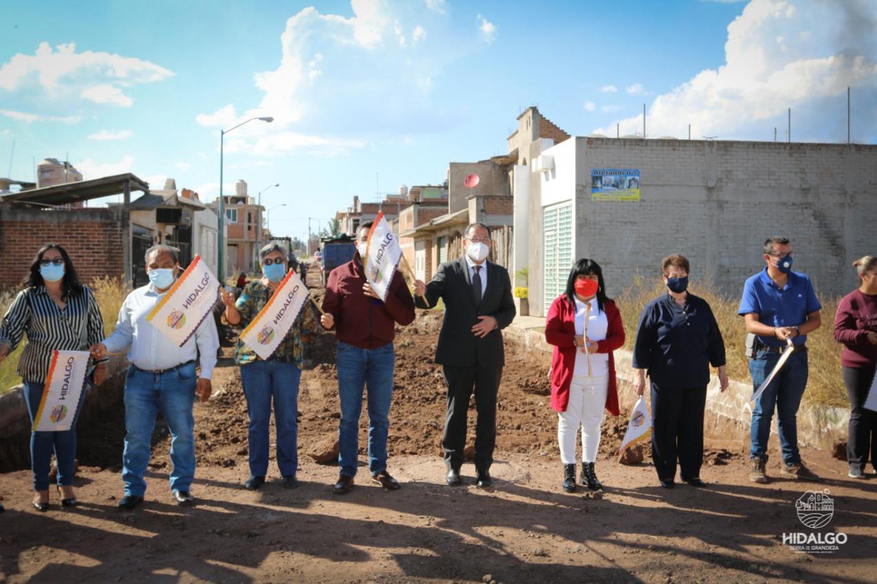 Inicio de pavimentación hidráulica en la calle Presa del Gallo