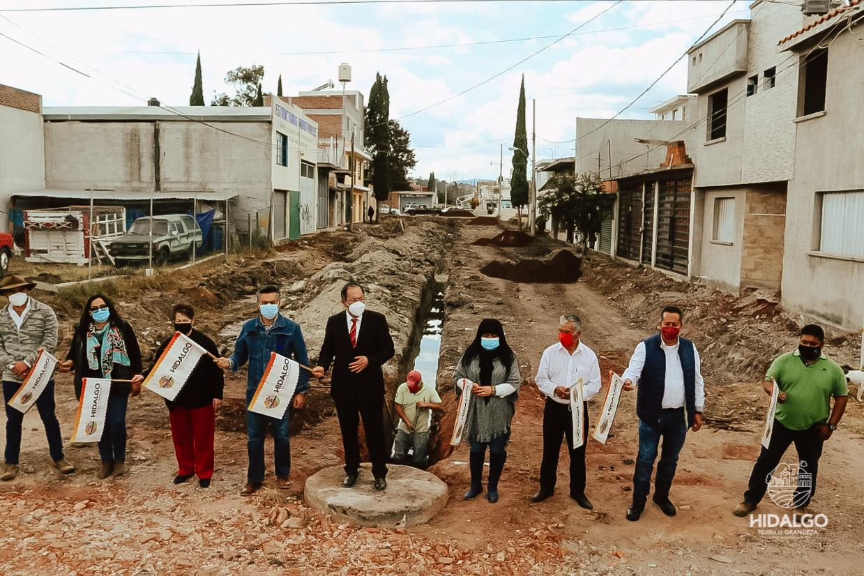 Inicio de trabajos de pavimentación de la calle Prof. Rosa Torres de González