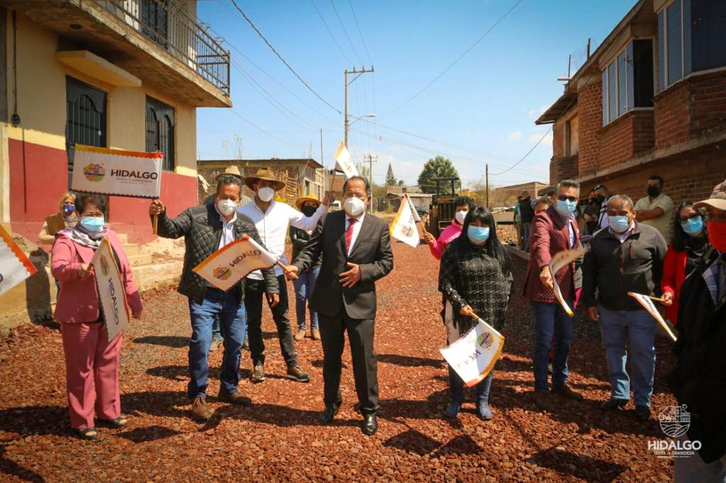 Arranque de trabajos de pavimentación de la calle Los Azufres