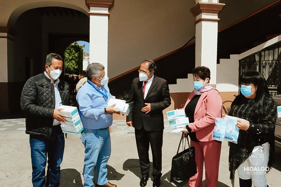 Entrega de cubrebocas KN95 a personal médico