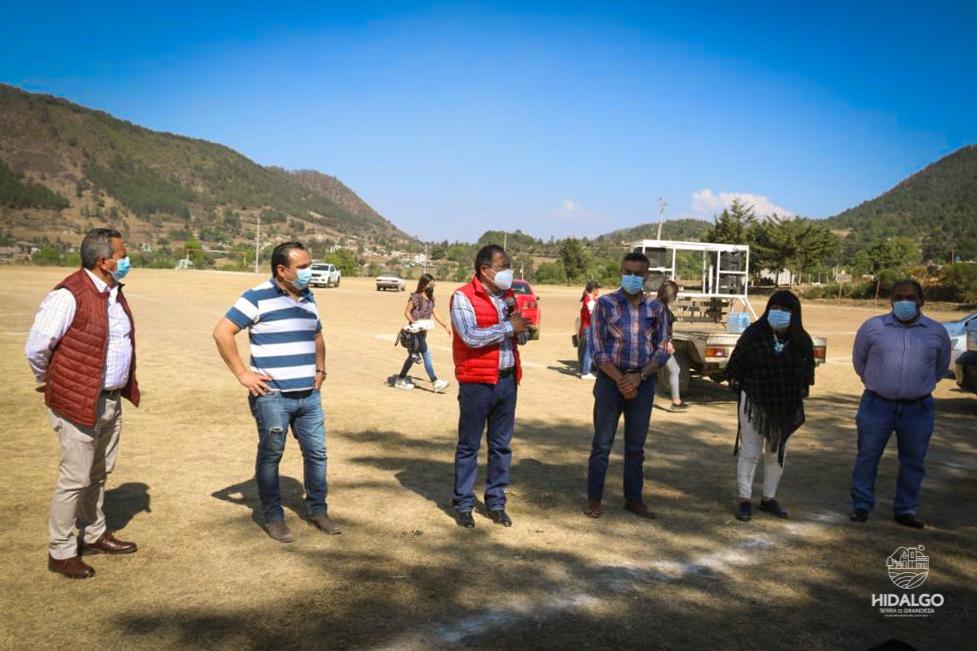 Entrega de tinacos en San Bartolo