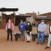 Entrega de carretillas y palas a productores de tabique duela de La Herradura
