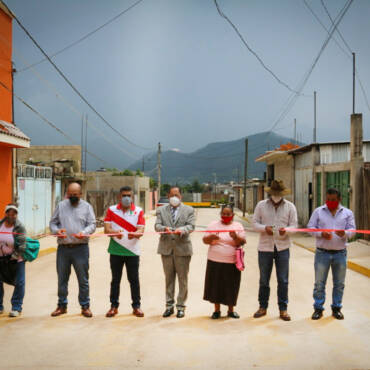 Inauguración de pavimentación de calle Priv. de Primavera